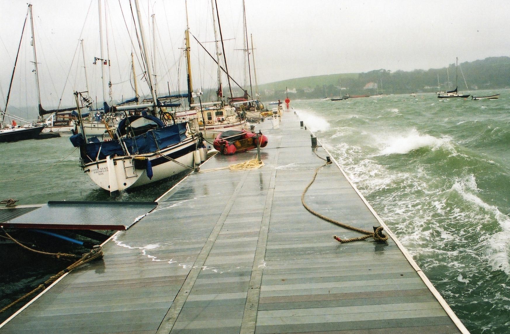 Wavebreak pontoon