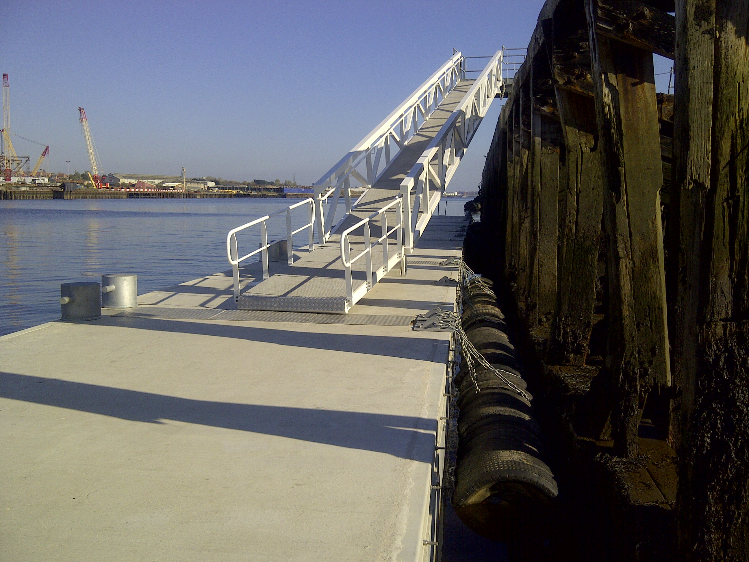 Tug berth pontoon, River Tyne