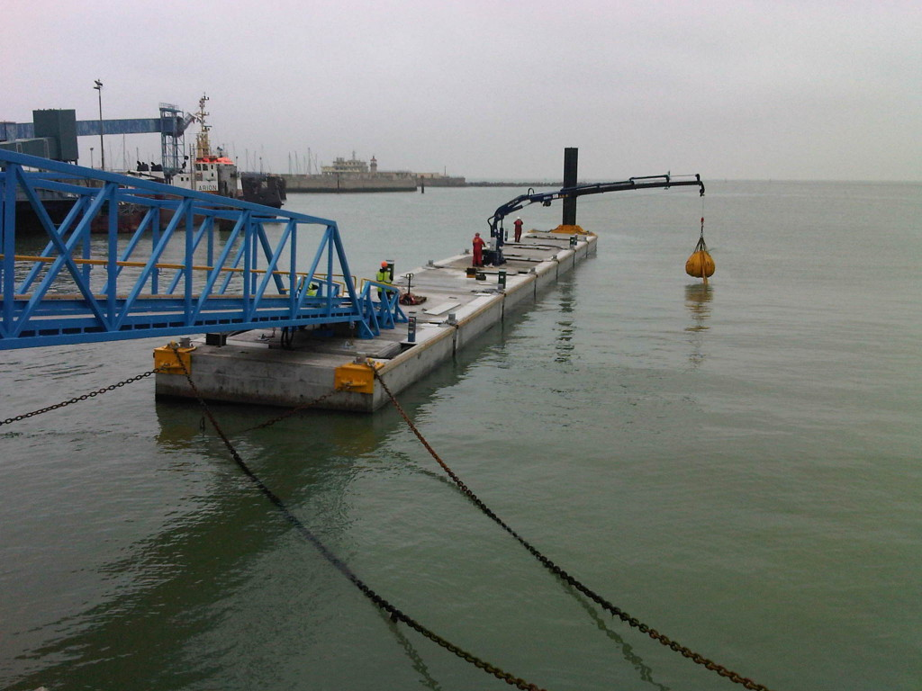 Crane test on London Array Pier. This is 1.5 tonnes at 11.5 metres with only 3 degrees of heel.